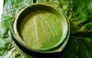 Tái chế lá chuối khô, lá bàng và vỏ hộp sữa thành bát đĩa…