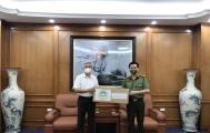 Hiệp hội VARISME trao tặng khẩu trang tới các chiến sỹ Công an và UBND phường trên địa bàn quận Long Biên